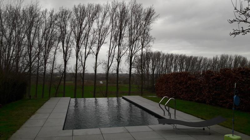 Overloop zwembad zwembaden verdonckt for Zwembaden verkoop
